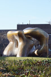 Henry Moore: Large Two Forms, 1966-1969. Foto: jvf, Lizenz: CC BY-SA 4.0